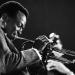 ¿Por qué es importante escuchar a Miles Davis?